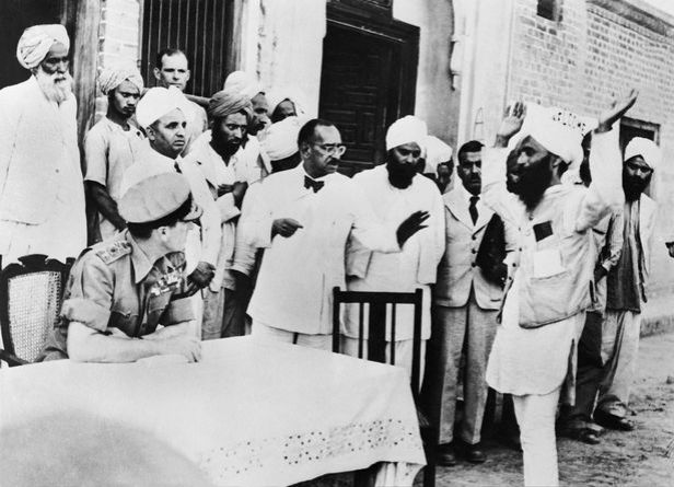Lord-Mountbatten-Talking-With-Indian-Leaders-1947-1948.jpg