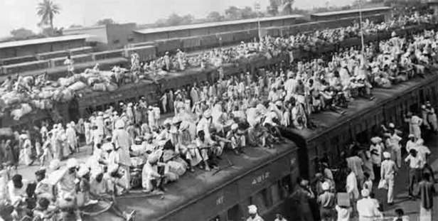 wagons-packed-with-Muslim-refugees-fleeing-to-Pakistan.jpg