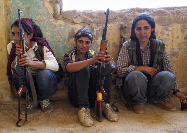 kurdish-female-fighters-7.jpg